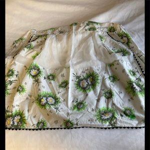 Vintage Half Apron Daisy Print With Ruffle